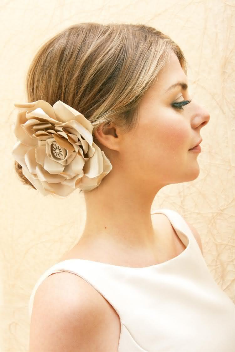 penteado-noiva-com-uma-flor