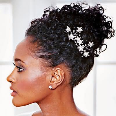 penteados-para-noivas-com-cabelos-cacheados-5