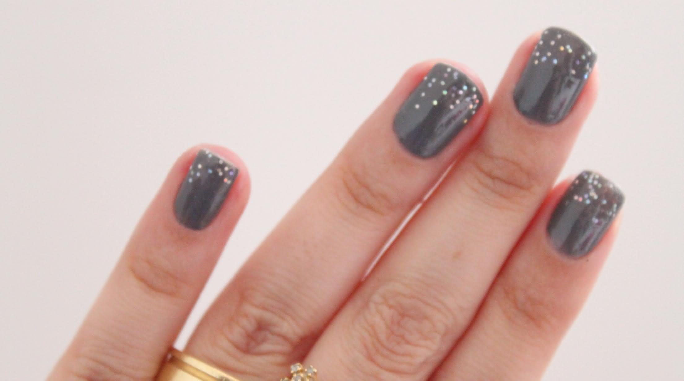 grey-nail-polish-03