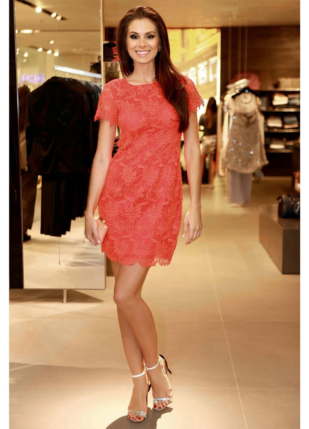 124-famosas-vestidos-curtos-renda-1