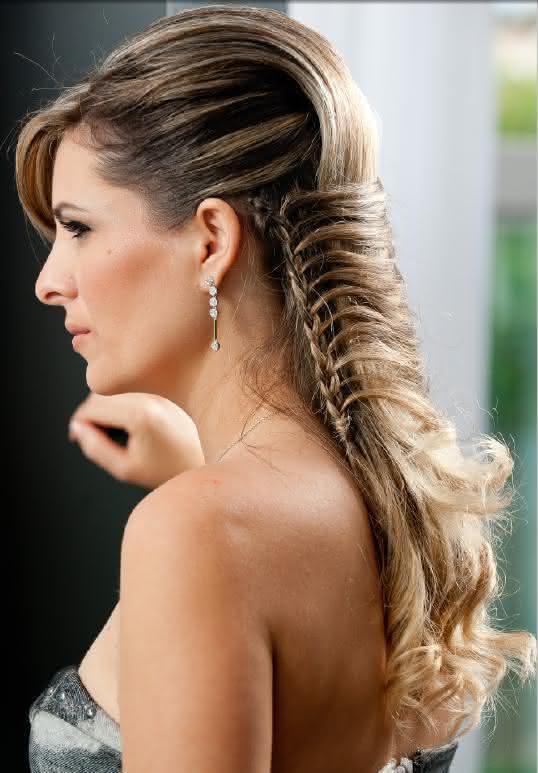 Penteado com trança lateral