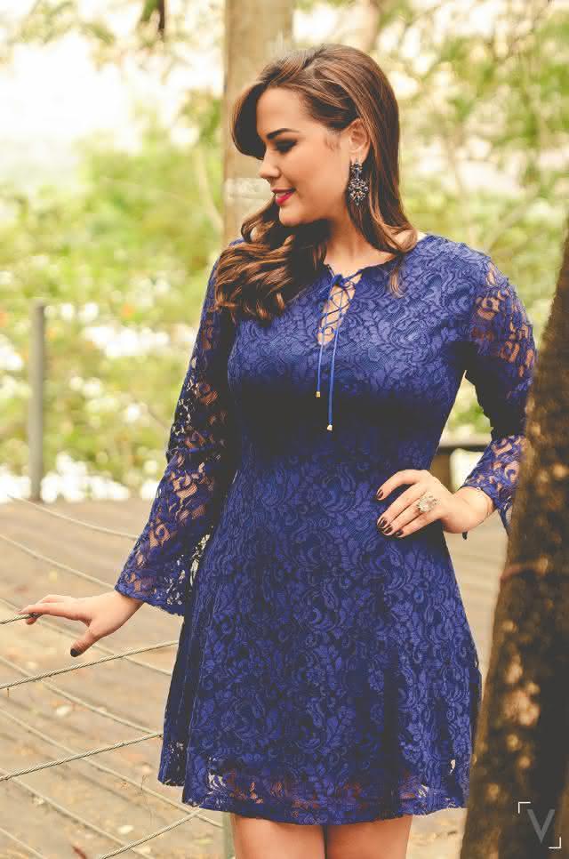 juliana-rangel-blogueira-moda-governador-valadares-loja-explosive-vestido-de-renda-azul-moda-primavera-verão-2015-acessorios-eliana-chiste-05
