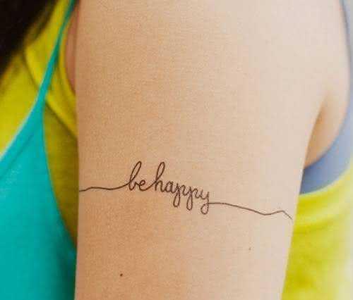 tatuagem-be-happy-no-braço-feminina