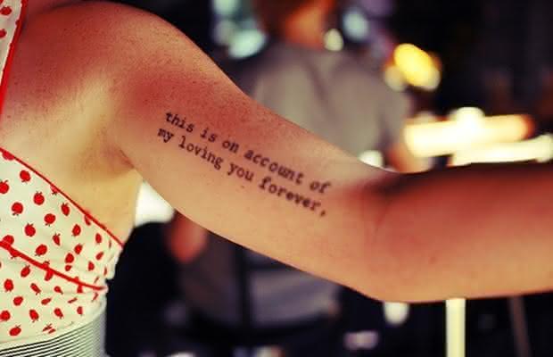tatuagem de escrita no braco 6