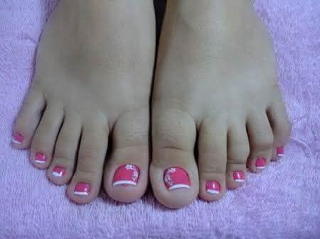 Unhas-decoradas-para-os-pés-Passo-a-passo-Modelos-e-dicas-rosa (1)
