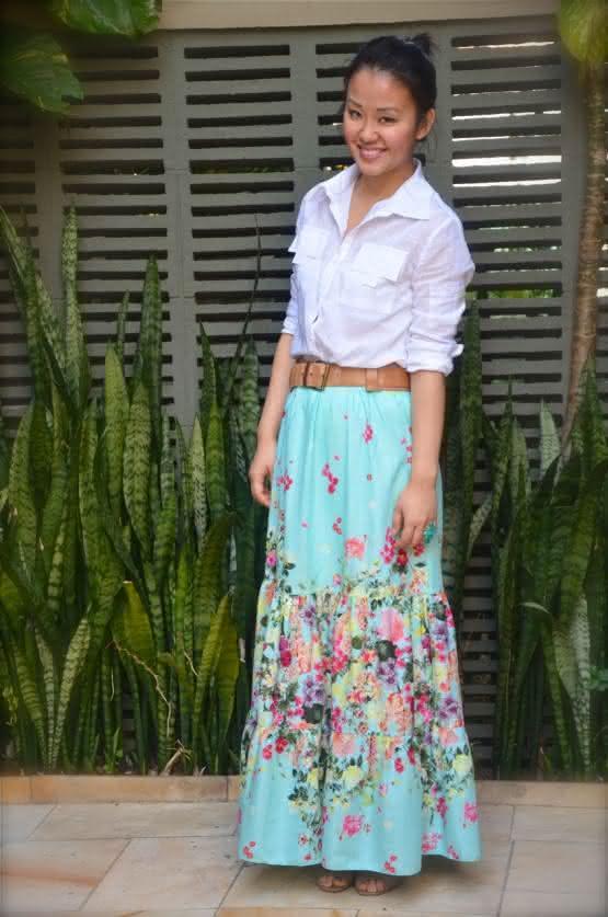 camisa-branca-saia-longa-azul-florida