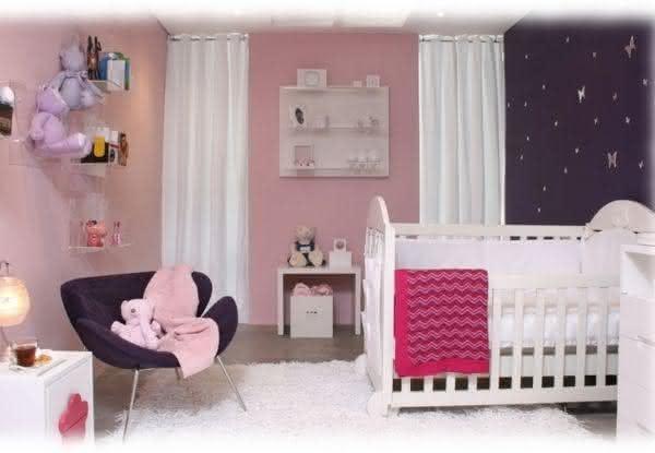 quarto-de-bebe-rosa-e-roxo