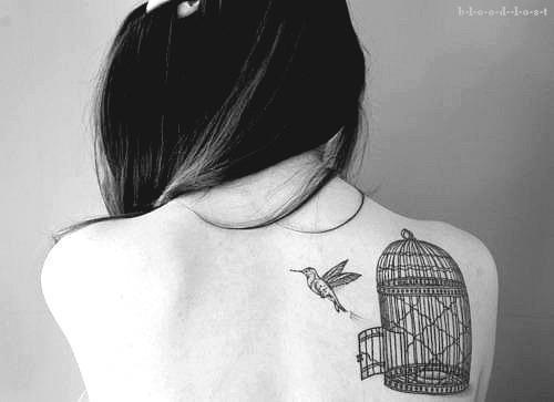 tatuagem-nas-costas-feminina