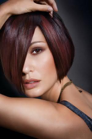 cabelos curtos e vermelhos