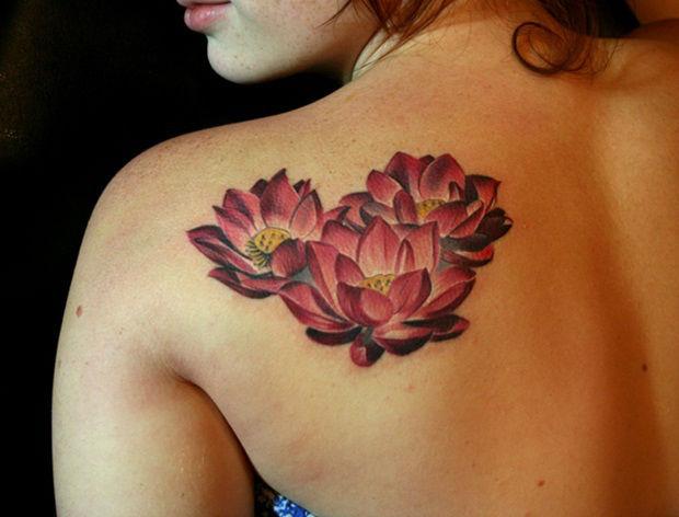 tatuagem-de-flores-nas-costas