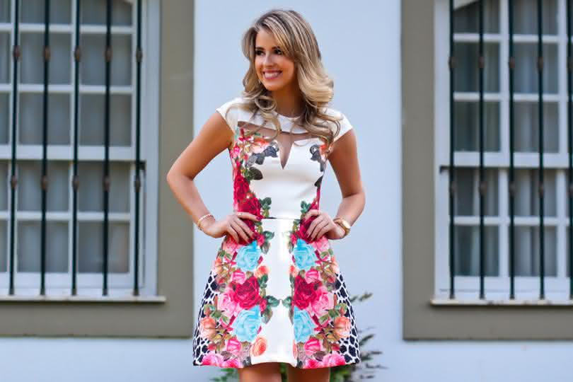 66b196616 Se você gosta de vestidos certamente deve adora uma estampa. Os vestidos  moda 2017 estampados estão a cada dia mais inovadores