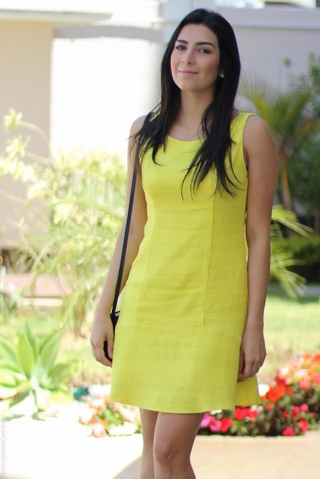 look-vestido-amarelo-bobstore-e-blazer-zara-schutz-sandália-moda-fashion-estilo-streetstyle-borboletas-na-carteira-6