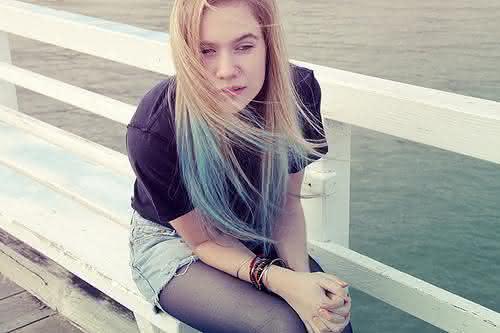 cabelo-colorido-nas-pontas-azuis