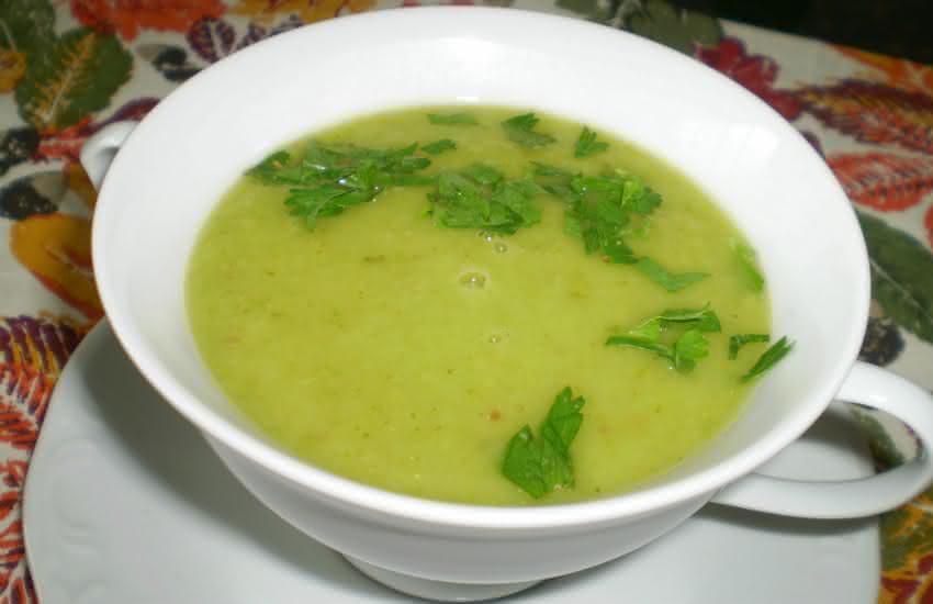 sopa-detox-de-cuchu-e-chá-verde