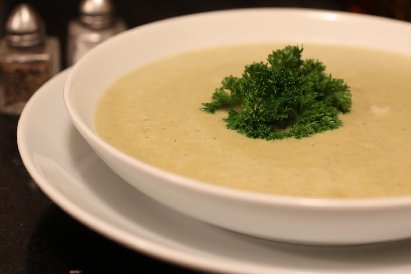 sopa-detox-de-mandioca-com-brócolis