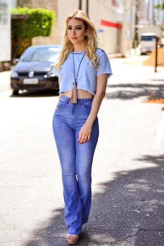cropped-com-calça-jeans