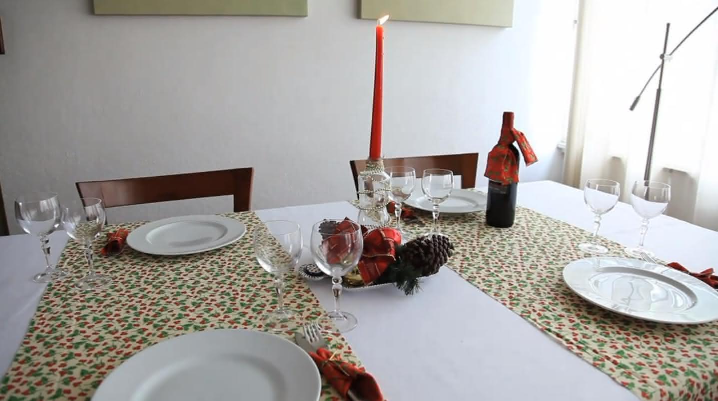 #6B3C31  sua mesa ficará simples porém elegante para uma noite de natal 1437x803 píxeis em Decoração De Natal Para Sala Simples E Barata
