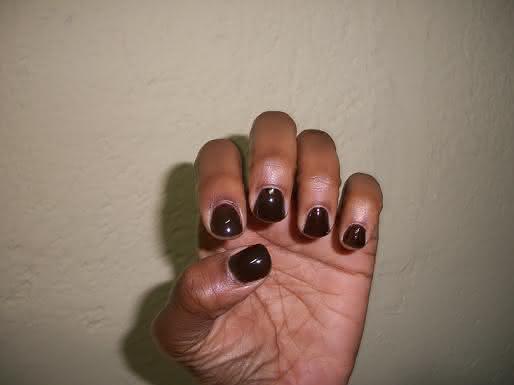 quais-as-melhores-cores-de-esmalte-para-pele-escura