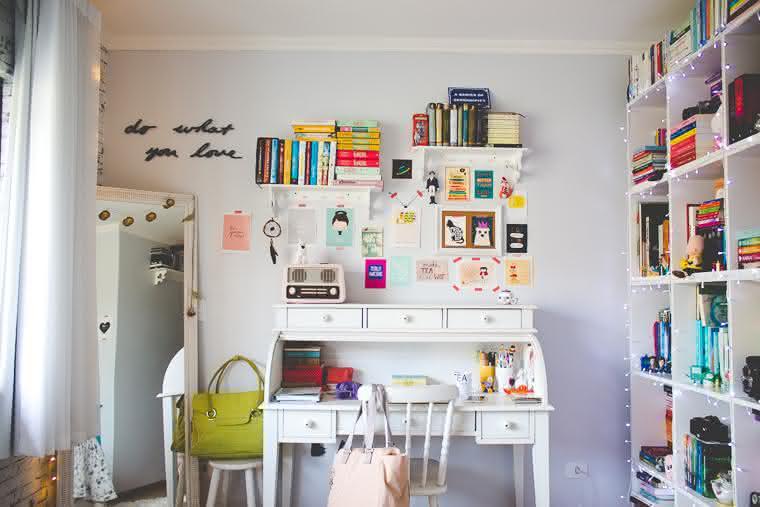 mini-escritório-com-escrivaninha