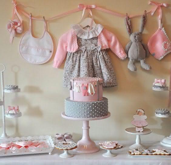 decoração-de-chá-de-bebê-rosa-cinza