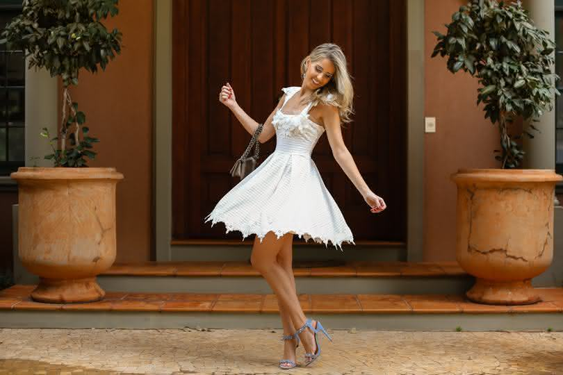Vestido de renda rodado branco