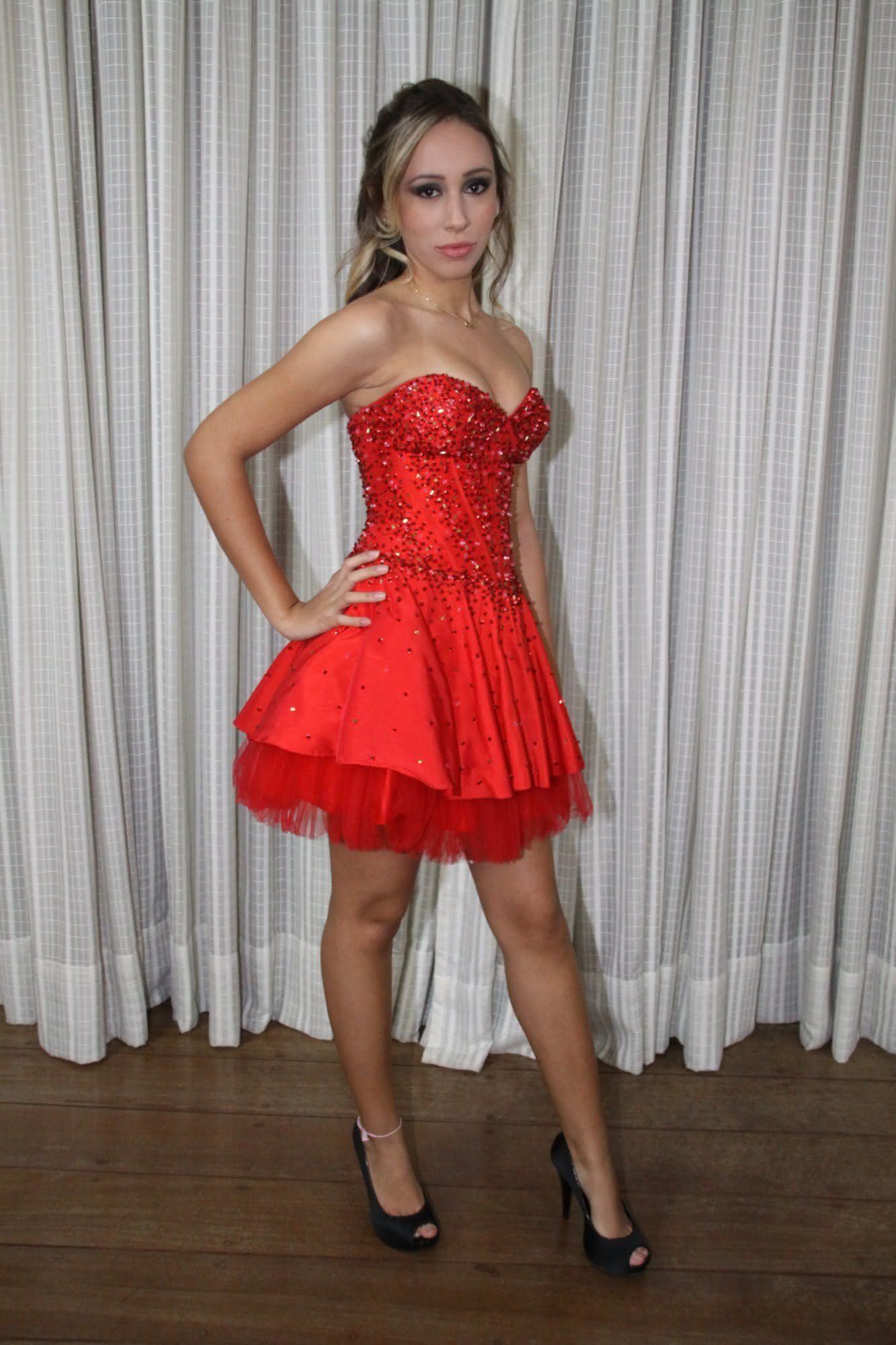 vestidos-de-debutantes-vermelho-curtos