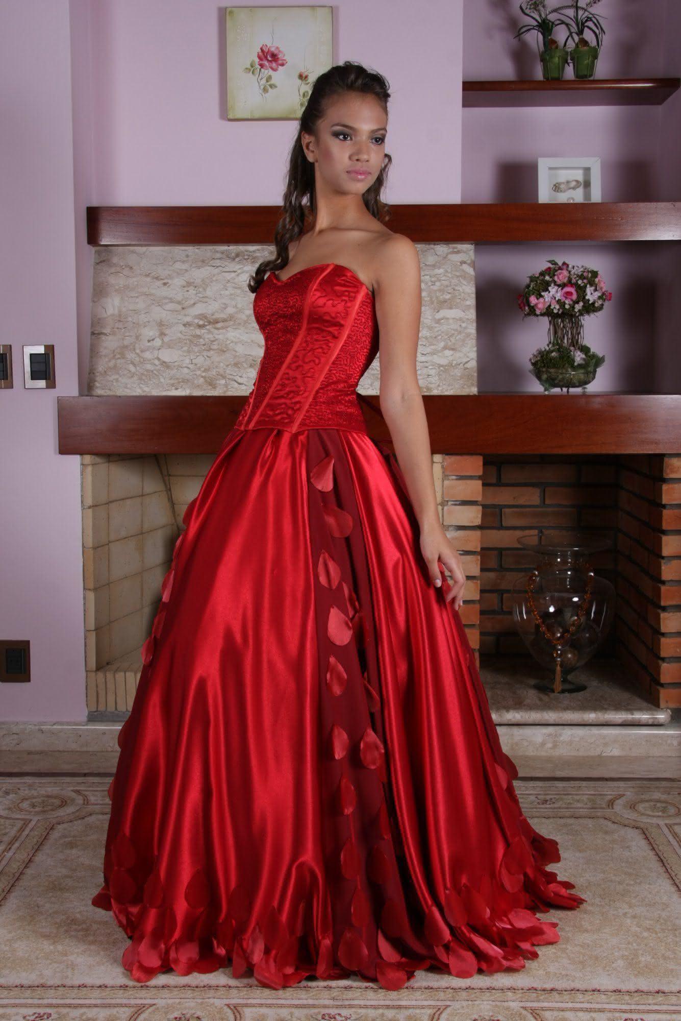 vestidos-de-debutantes-vermelho-em-cetim