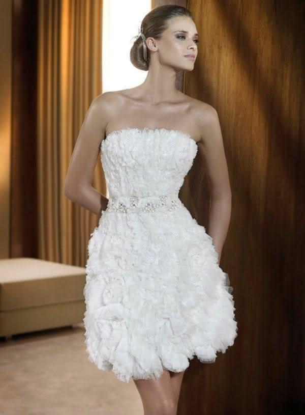 Vestido-de-Noiva-Curto-Moderno-Tomara-Que-Caia-1