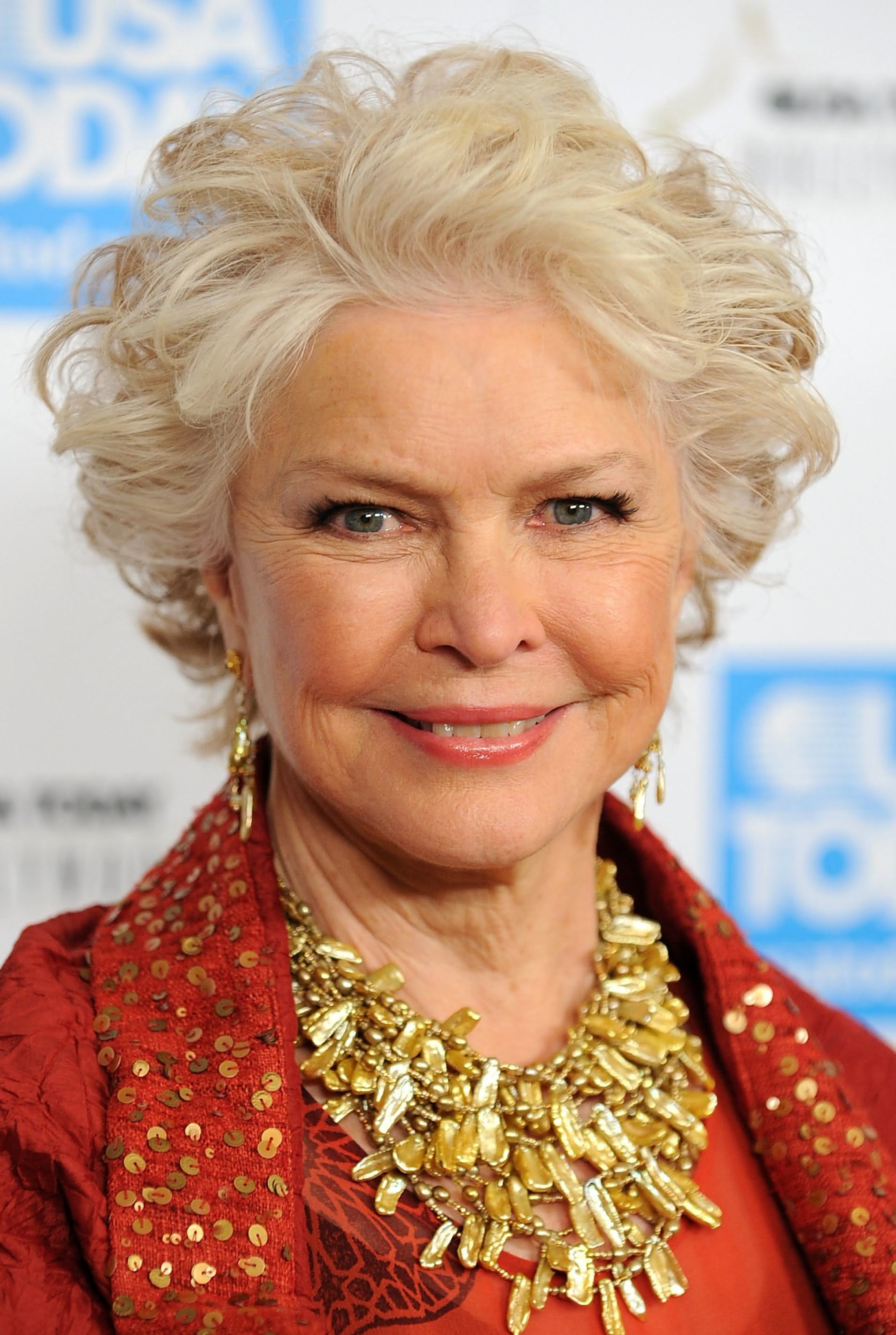 BEVERLY HILLS, CA - NOVEMBER 10: Actress Ellen Burstyn arrives at the USA Today's 4th Annual Hollywood Hero Award Gala honoring Ashley Judd on November 10, 2009 in Beverly Hills, California. (Photo by Alberto E. Rodriguez/Getty Images)