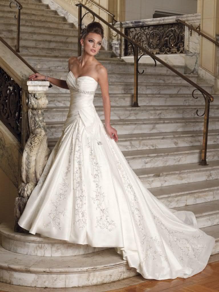 vestido de noiva tomara que caia tradicional