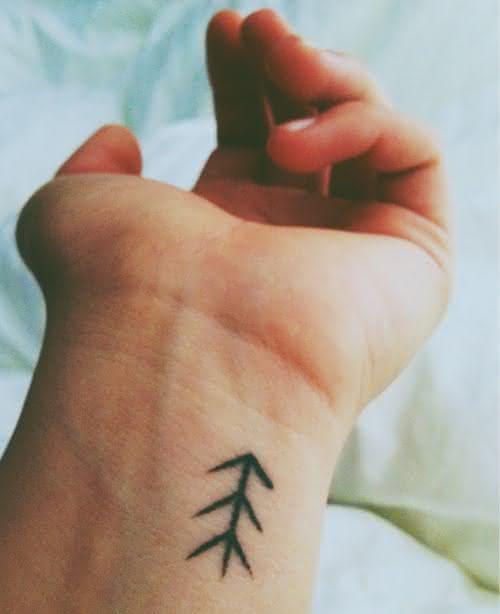 9-tatuagem-geometrica-pulso-pequena-delicada