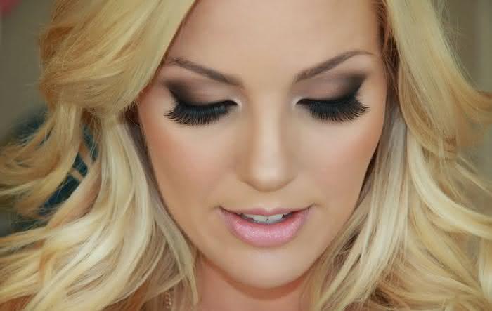 maquiagem-loira-olho-esfumacado