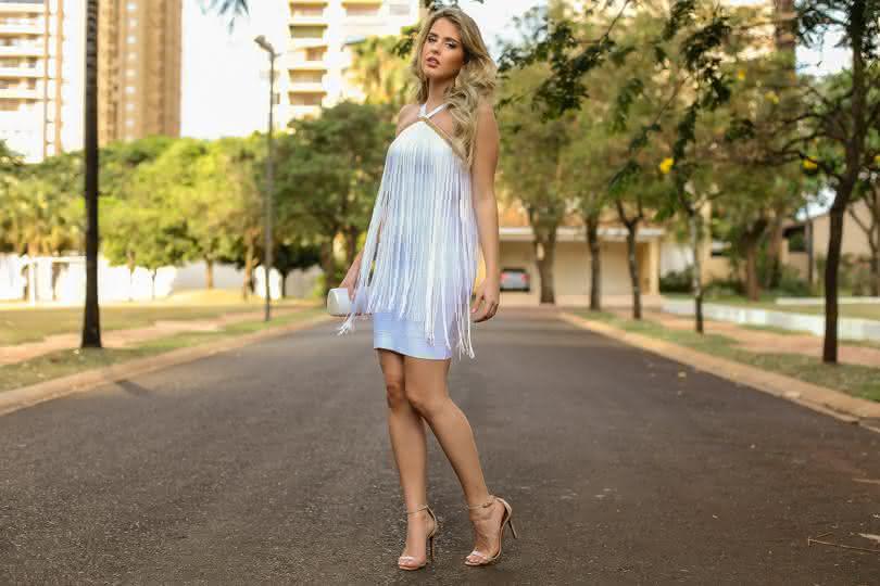 marina-casemiro-look-da-noite-vestido-branco-bandagem-franjas-bordado-dourado-clutch-madreperola-sandalia-nude-analoren-ecommerce-ano-novo-looks-fashion-blogger-ribeirao-preto-4