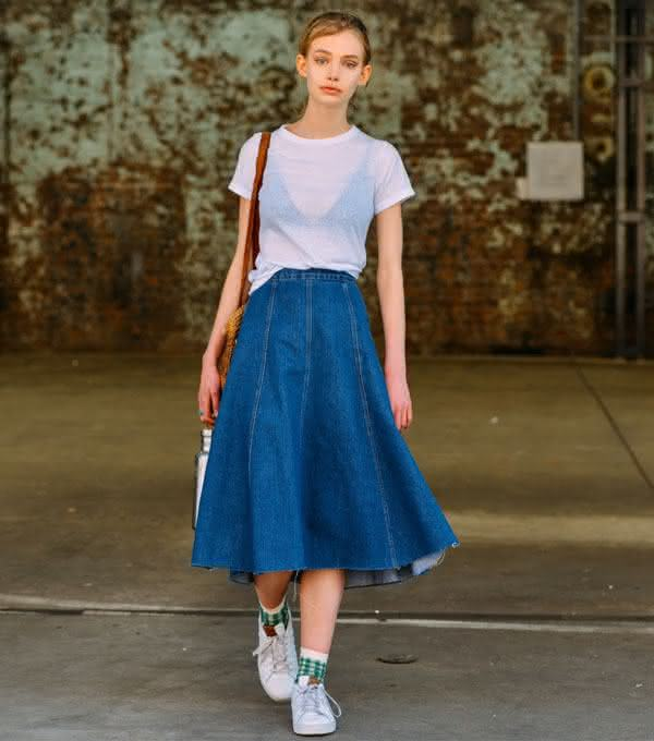 midi-jeans-skirt-street-style-white-t-shirt