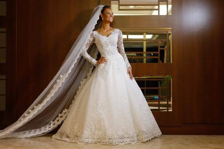 noiva-classica-vestido-de-manga-longa-casamento-suzane-e-augusto-foto-fabio-martins