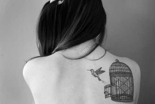 tatuagem-feminina-nas-costas-1