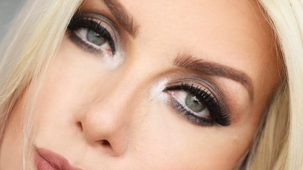 tutorial-de-maquiagem-para-festas-de-fim-de-ano-olhos-e-boca-neutro-forte-4