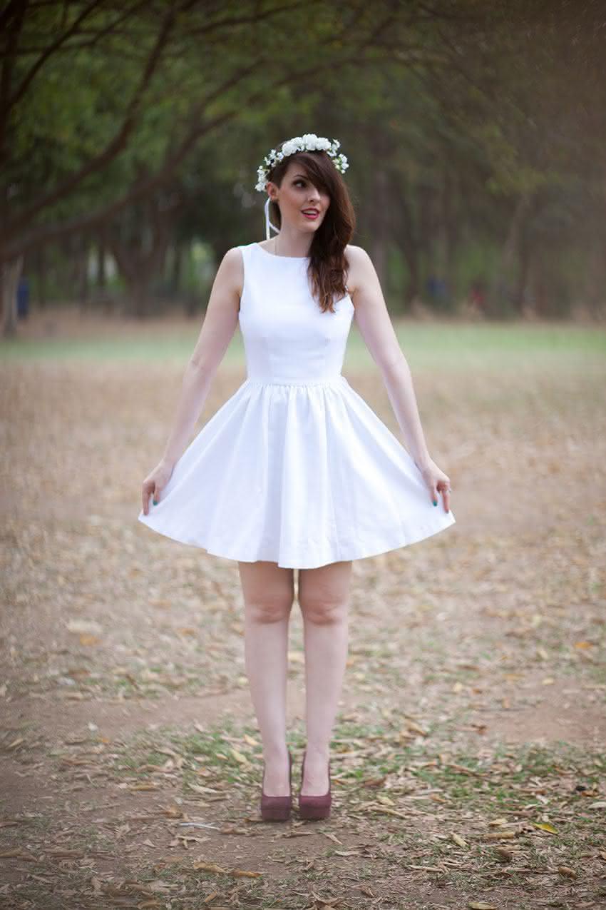 como-usar-vestido-branco-princesa-coroa-de-flores-4
