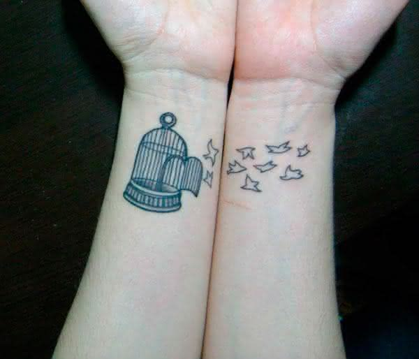 tatuagem-feminina-delicada-pulso-1