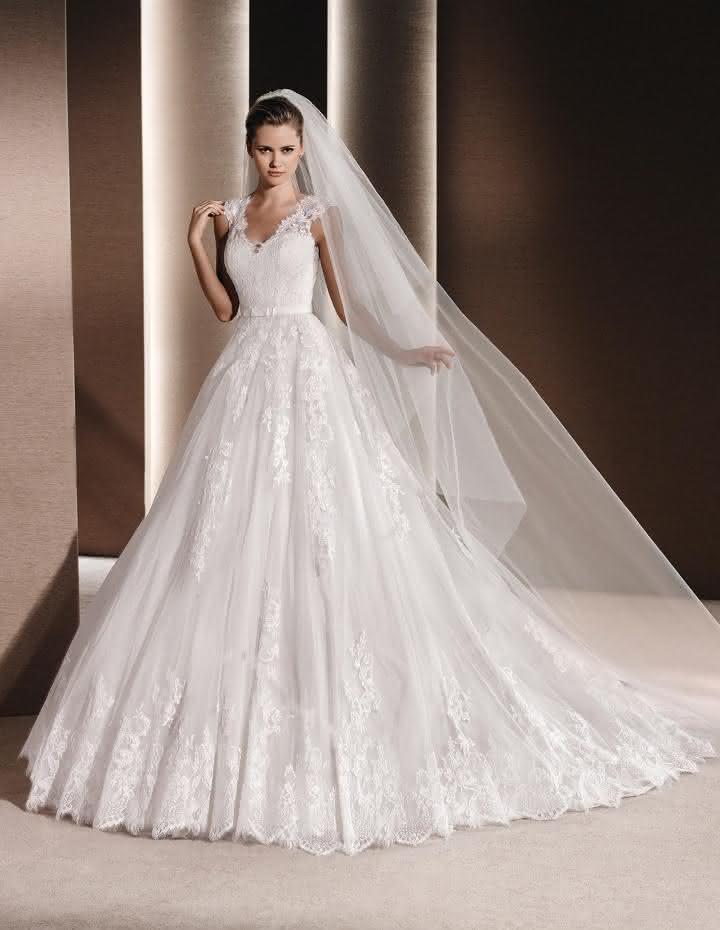 vestido-de-noiva-raven-de-la-sposa-2016-estilo-princesa-com-mangas-em-renda-1