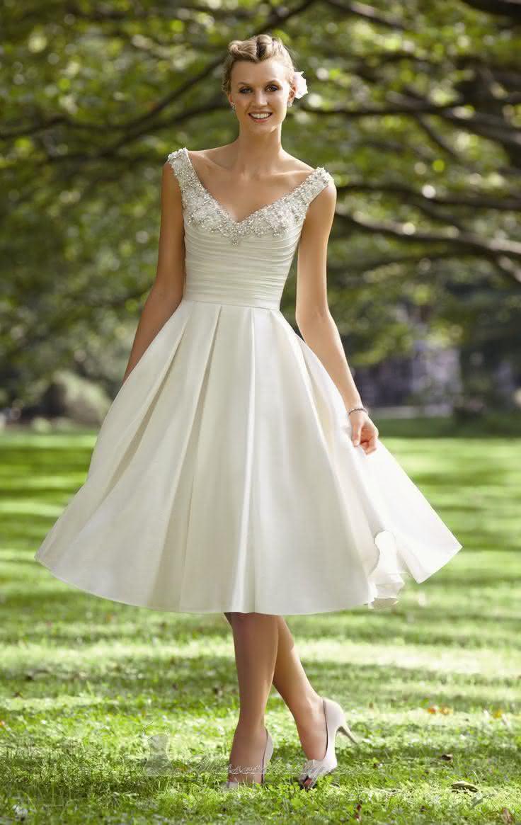 vestido-de-noiva-curto-de-setim-e-aplicacao-de-pedraria