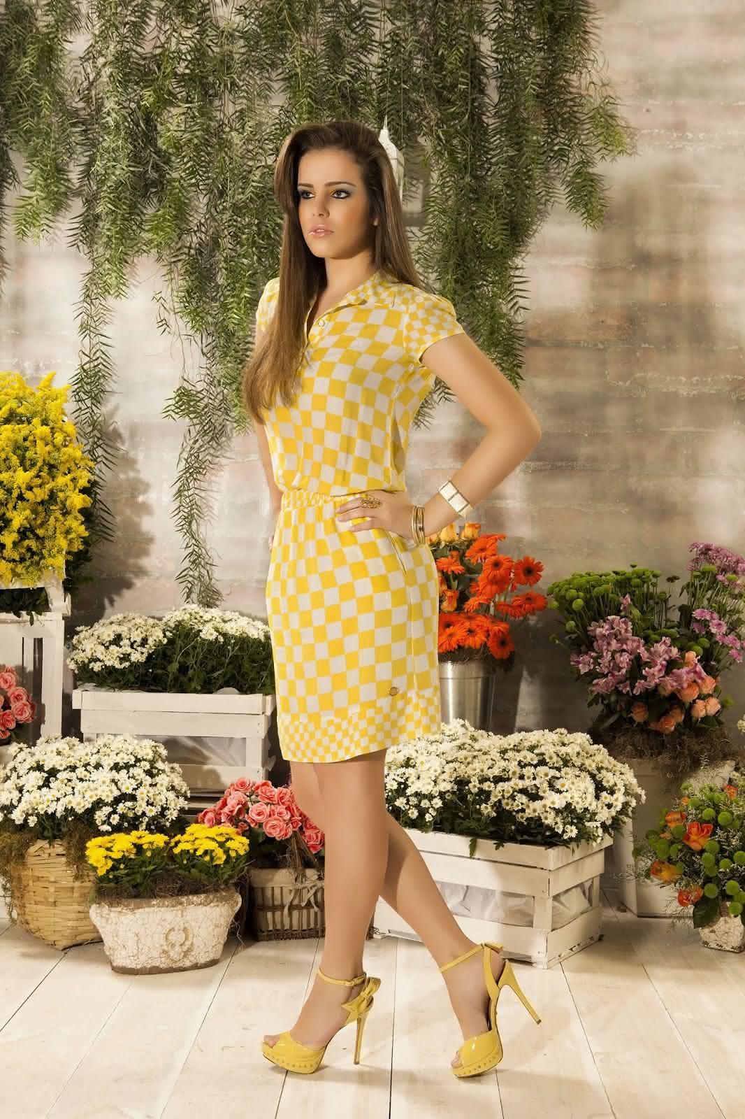 vestido-quadriculado-em-amarelo-rosa-clara-moda-evangelica