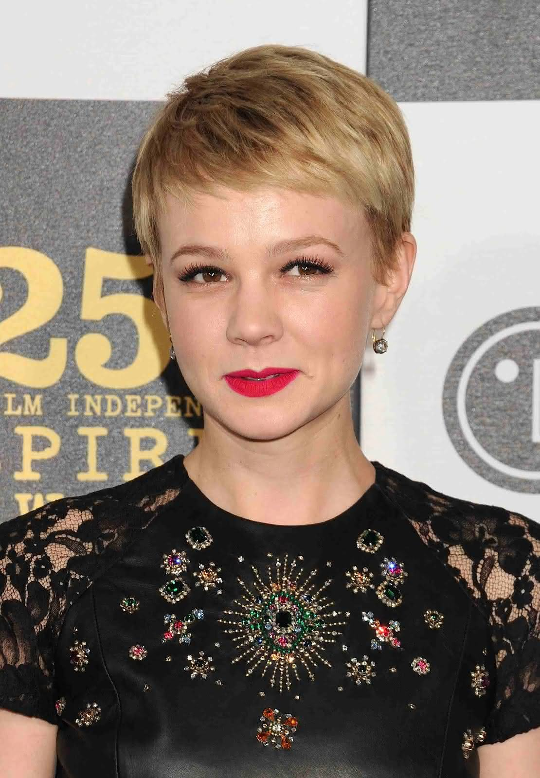 carey-mulligan-new-hairstyle-pixie-actress-oscar-pictures-brothers-10