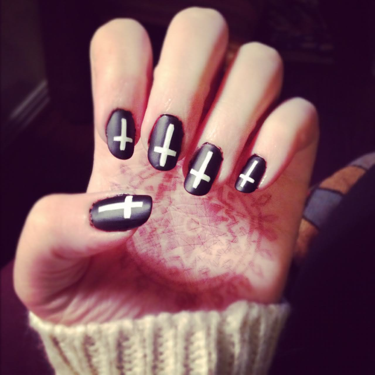 black-white-nail-designs-with-crosses_14970