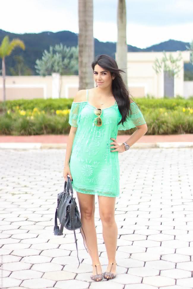 look-do-dia-vestido-verde-renda-farm-jaqueta-jeans-balenciaga-borboletas-na-carteira-4