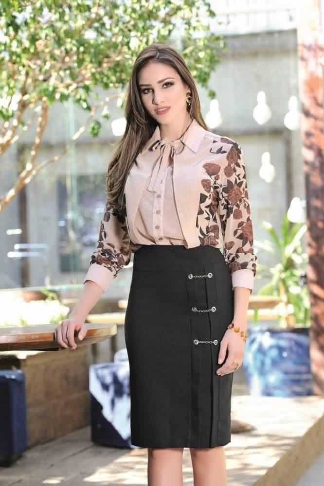 fe28a9874 As blusas evangélicas femininas 2018 social podem ser encontradas nas mais  variadas lojas e os modelos com estampas e cortes modernos dão ao look ...