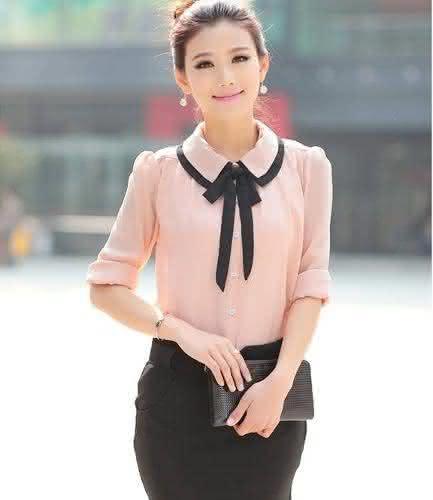 As blusas evangélicas femininas 2018 social podem ser encontradas nas mais  variadas lojas e os modelos com estampas e cortes modernos dão ao look ... ee31fb7bd59