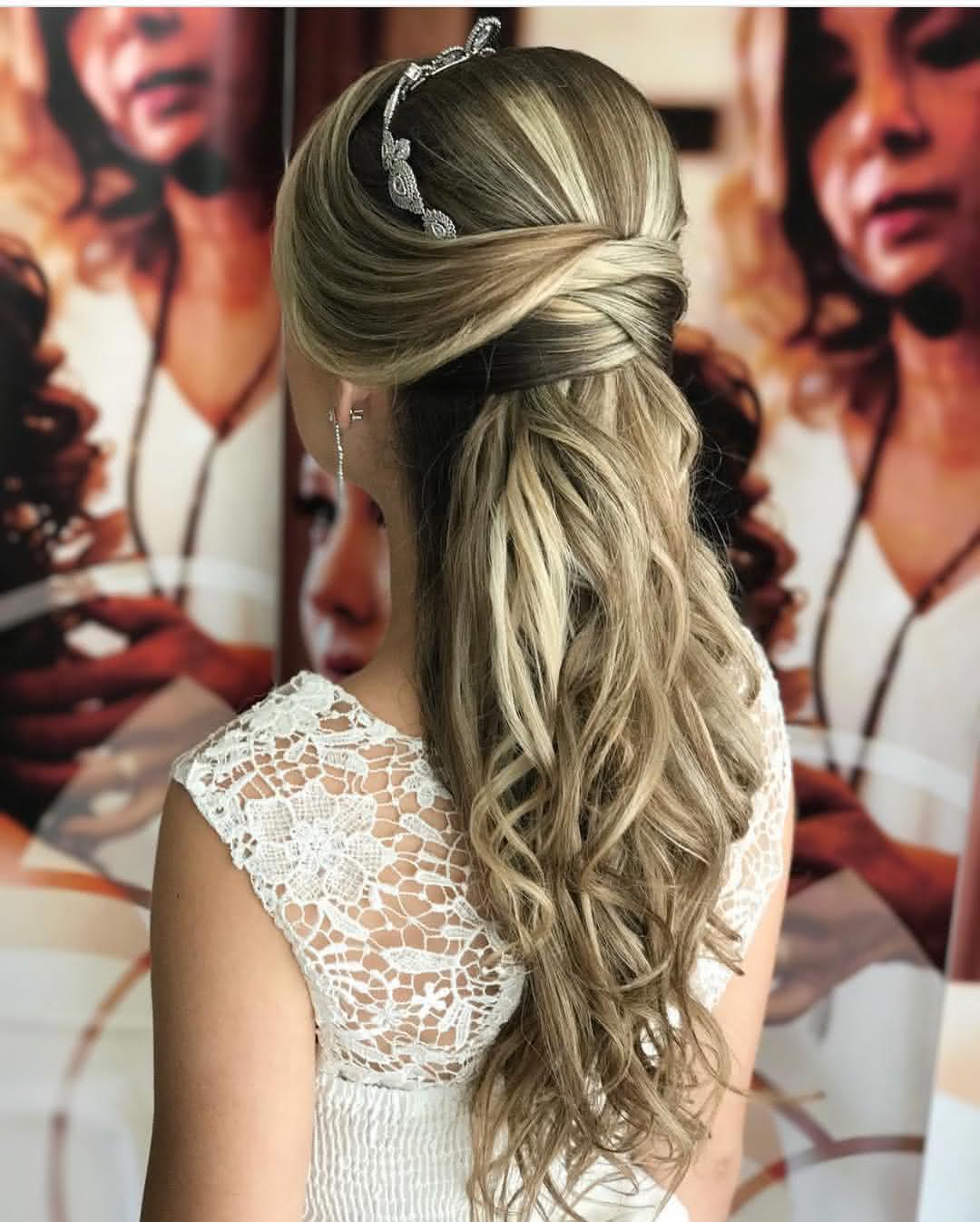 Famosos penteados de formatura para cabelos longos - Pequena Mila LI09
