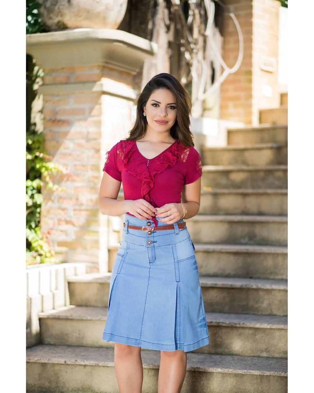 e64c19c4f Está com dúvida do que escolher  Dá uma olhada na moda evangélica 2019 saias  cheias de charme