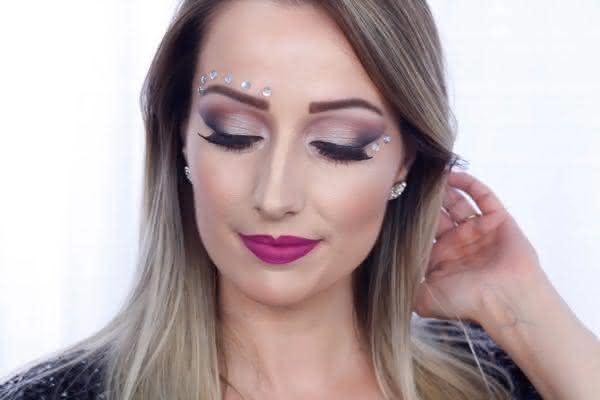 maquiagem-para-carnaval-com-pedras